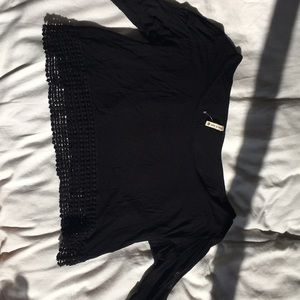 quarter-sleeved black crop top!